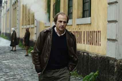 La-Taupe---Mark-Strong.jpg
