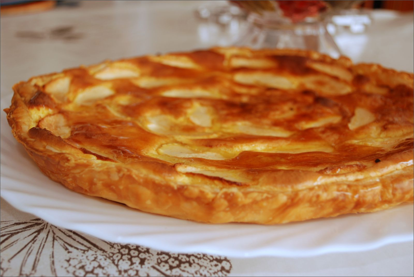 tarte feuillet e aux pommes et cr me d 39 amande blogs de cuisine. Black Bedroom Furniture Sets. Home Design Ideas