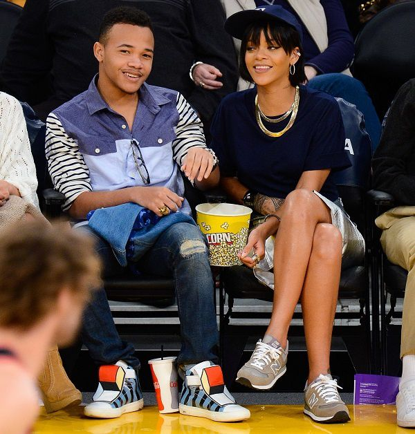 Our-favorite-basketball-game-look-from-Rihanna-copie-1.jpg