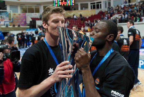 romain-sato-celebrates-valencia-basket-finals-kazan-2014-ec.jpg