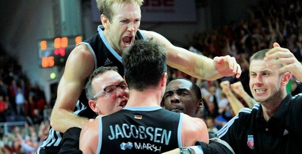 anton-gavel-brose-baskets-bamberg-celebrates-eb13.jpg