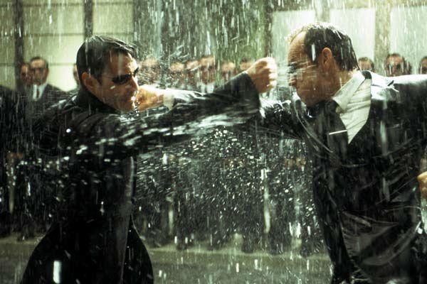 Keanu Reeves et Hugo Weaving. Warner Bros. France