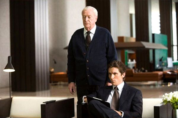 Michael Caine et Christian Bale. Warner Bros.