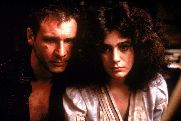 Deckard (Harrison Ford) tombe amoureux de Rachel (Sean Young). Warner Bros. France