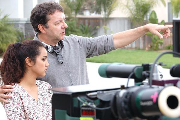 Le réalisateur Alan Ball et Summer Bishil. Warner Independent Pictures