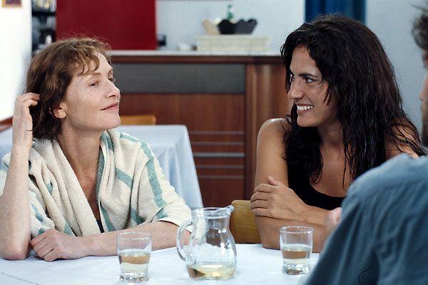 Isabelle Huppert et Maya Sansa. EuropaCorp Distribution