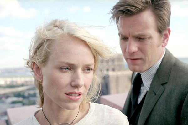 Naomi Watts et Ewan McGregor. Regency Enterprises