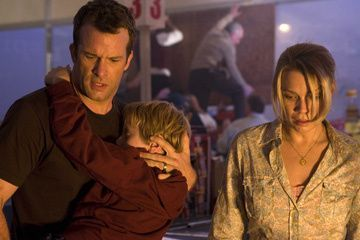 Thomas Jane and Laurie Holden in Dimension Films' Stephen King's The Mist
