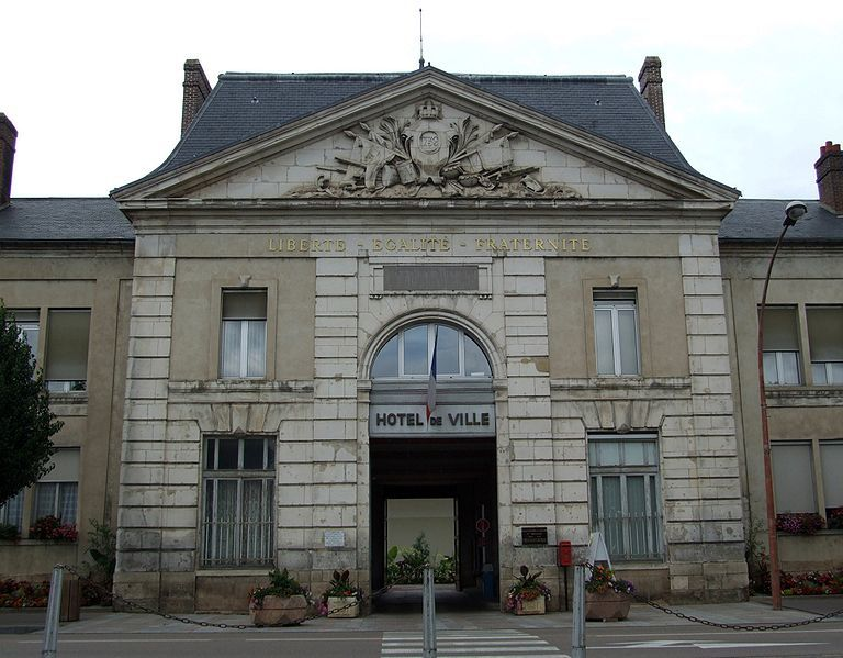 Politique locale la gazette maillotine for Piscine de joigny