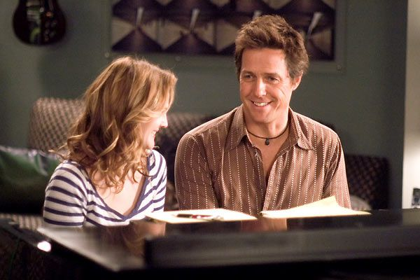 Hugh Grant et Drew Barrymore. Warner Bros. France