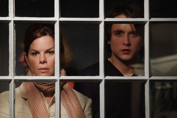 Invisible - Marcia Gay Harden et Justin Chatwin