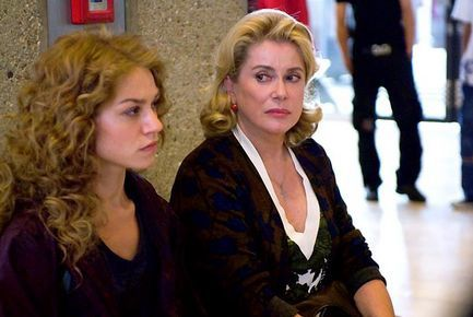 La Fille du RER - Catherine Deneuve et Emilie Dequenne