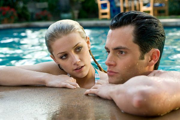 Amber Heard et Penn Badgley. Screen Gems Inc.