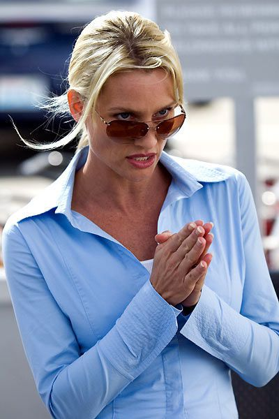 Code name: the Cleaner - Nicollette Sheridan