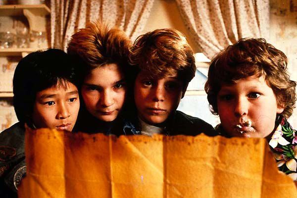 Sean Astin, Corey Feldman, Jeff Cohen et Jonathan Ke Quan. Collection Christophe L.