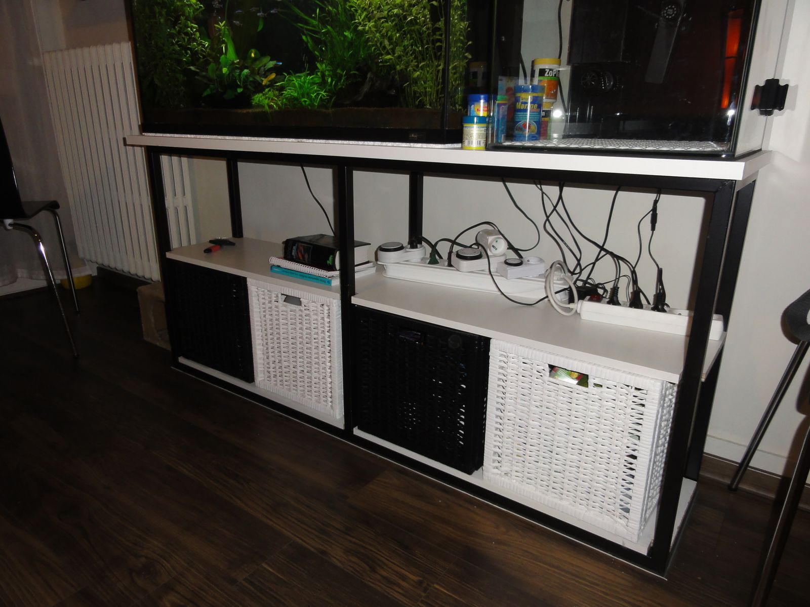 Meuble pour aquarium for Aquarium meuble tv