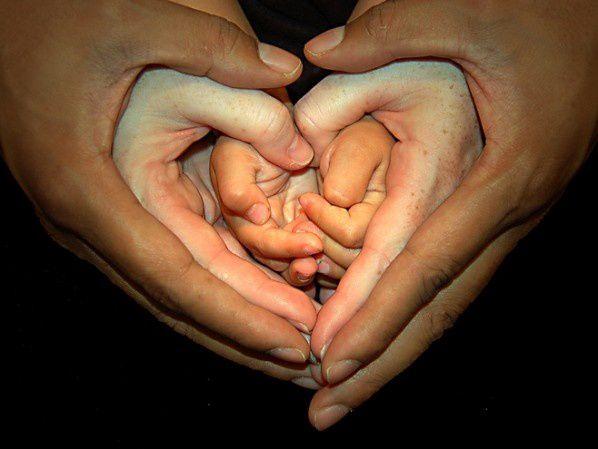 Famille-mains.jpg