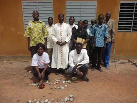 Mgr visite l'école primaire paroissiale (52)