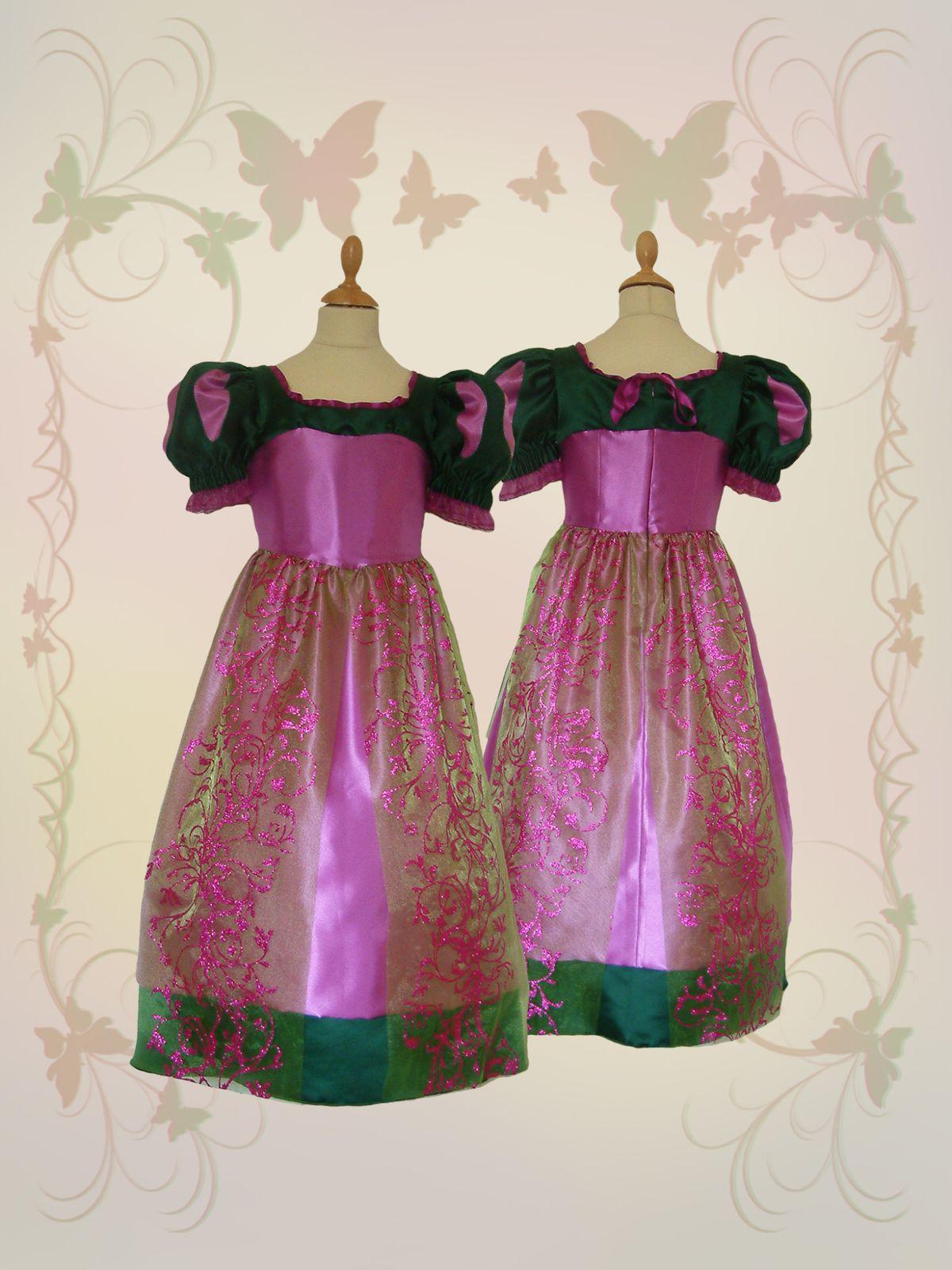 Pour une Princesses qui aime se costumer, une robe qui fait rêver.En taille 3/4, 5/6, 7/8, et 9/10 ans,sur commande pour les autres tailles.Le barème des tailles se trouve dans Divers/Guides des tailles.Pour toutes autres questions, n'hésitez