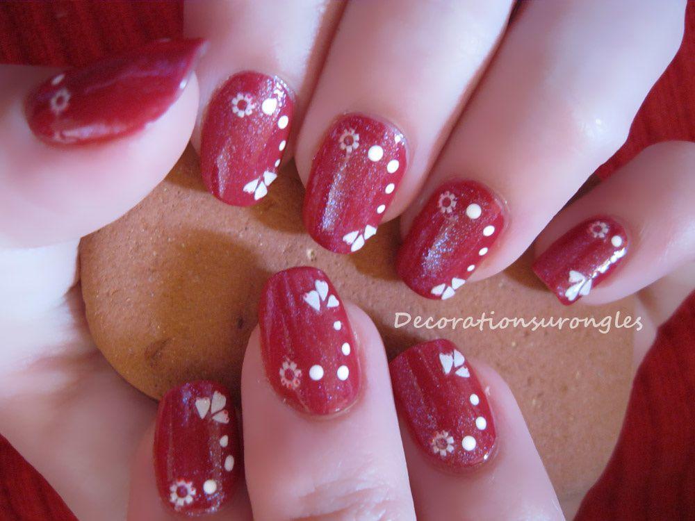 Nail Art rouge brillant à pois pour débutante - Décorations sur