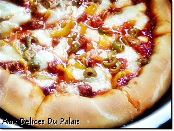 Pizza à la pâte magique / Merguez et poivron