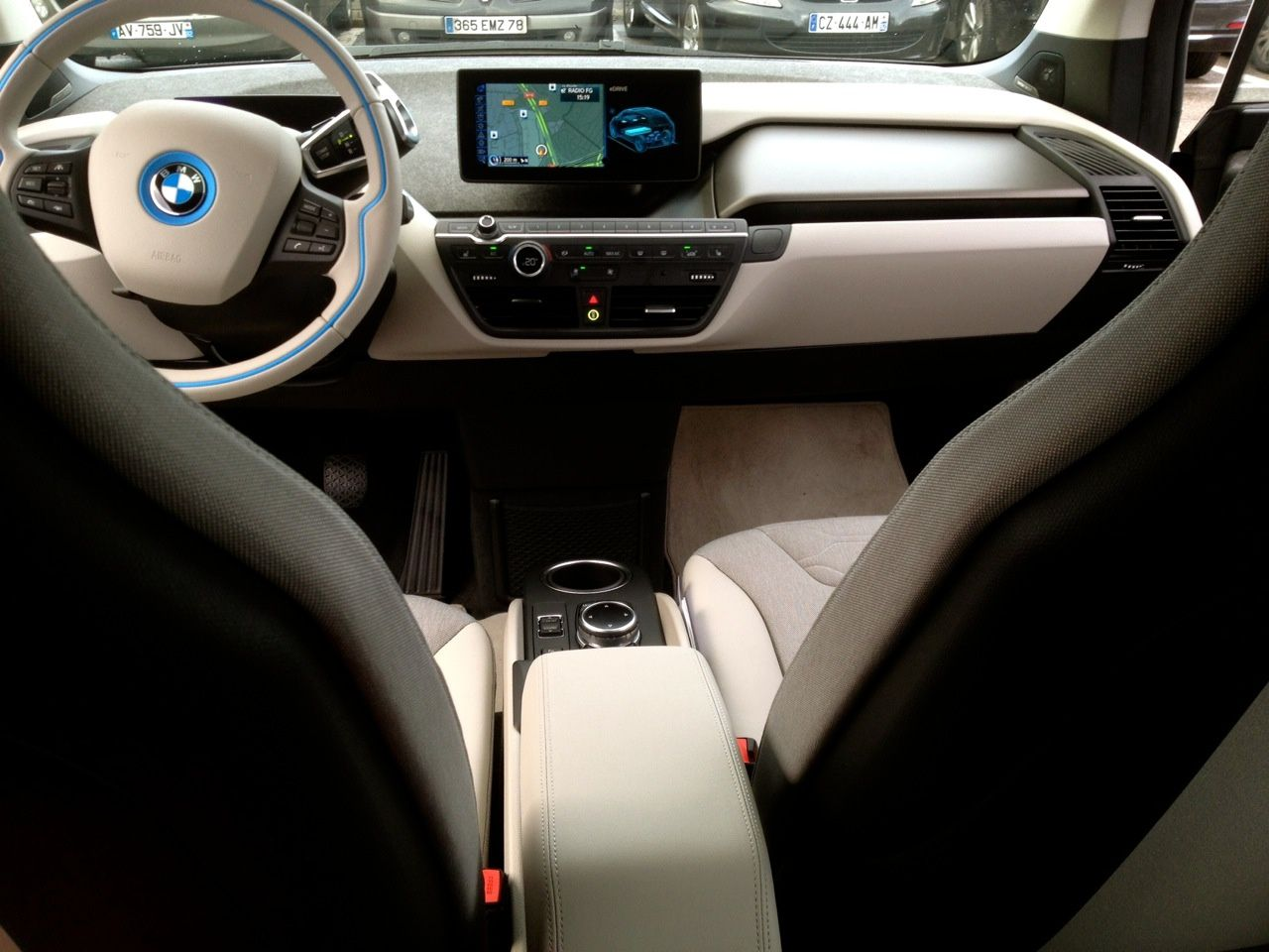 bmw i3 la citadine 100 electrique 130 160 km d 39 autonomie creer sa monnaie cela vous tente. Black Bedroom Furniture Sets. Home Design Ideas
