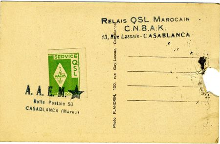 1 Verso de la carte QSL de CN8AB (Maroc), avec un timbre Source Radi