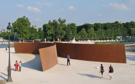 """Clara, Clara"" de Richard Serra aux Tuileries à Paris"