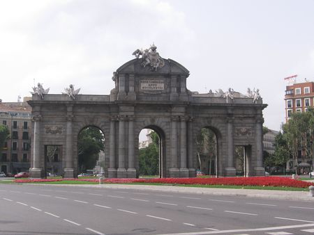 1 Madrid: Puerta de Alcala. 1 :  . |  Source | Author Gellerj  | Date