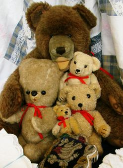 Teddy bears | Source | Date 12/04/07 | Author Vassil | Permission PD-s