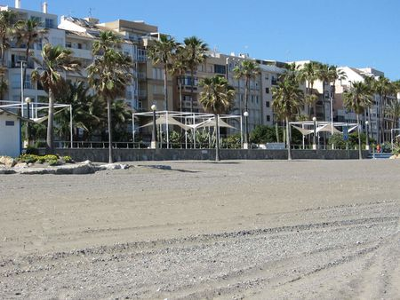 1 Buildings in paseo marítimo of Estepona. | Source http://www. flic