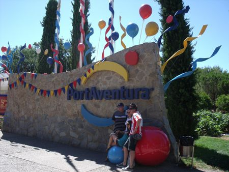 1 The PortAventura entrance logo for the 15th anniversary 1 Entrée du