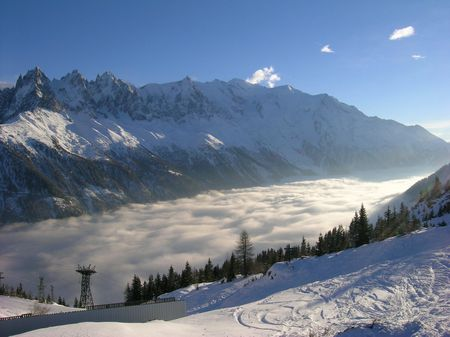 Chamonix valley, clouds | photographer Daniel Simpson | photographer_l