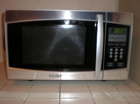 A Haier MWM7800TBPG microwave oven | Source | Date 2008-03-24 | Author
