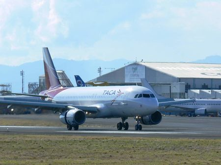 1 Taca A320 whit the new image landing at Son Jose, Costa Rica 1 A320