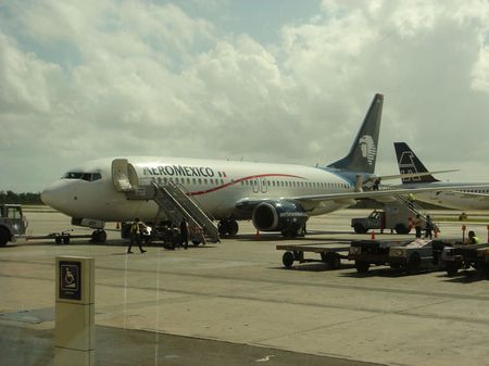Aeromexico 737 at Cancun Airport