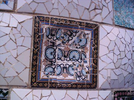 Particolare dei mosaici del Parc Güell.- | Source | Date | Author Ph