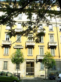 The house where Silvio Berlusconi was born: Milano, via Volturno 34 |