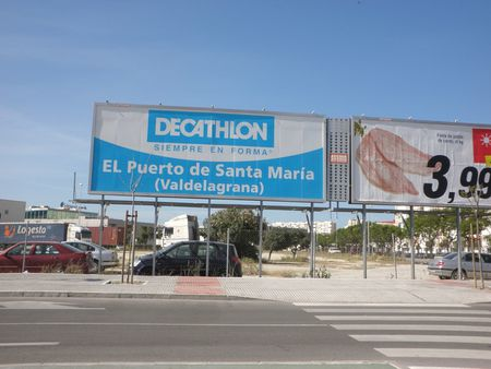 Publicidad Decathlon | Source | Date 2009-05-15 | Author es:User:Emijr