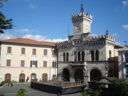 1 View of the cityhall of Fiuggi in Italy | Source | Author LPLT |