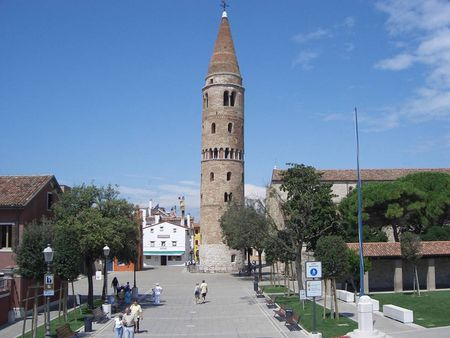 Glockenturm der Kirche in Caorle Tower of the former cathedral in Caor
