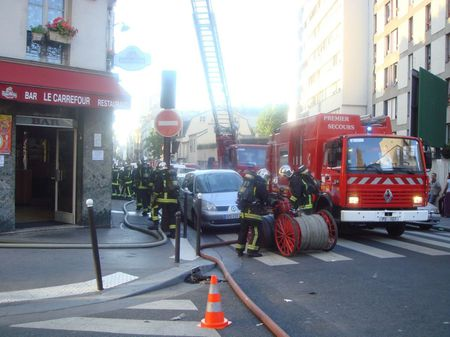 pompiers at work in the 19th arrondissement