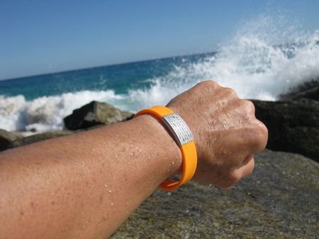 1 EMERGENCY ID WRISTBAND FOR ALL SPORTS | date 2010-12-11 | source | a