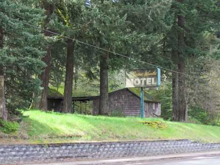 Cascade Locks Oregon Motel sign