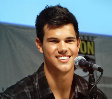 1 Taylor Lautner at 2009 Comic-Con International 1 Taylor Lautner en 2