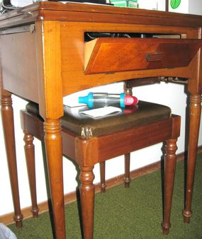 SOLD: Singer 1953 model 15-91 sewing table with bench