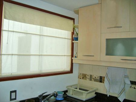 1 Kitchen blinds (estor in catalan) | Source http://upload. wikimedia