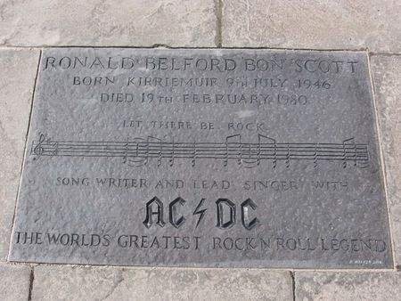 Memorial Plaque to Bon Scott in Kirriemuir, Scotland | Source | Date 2