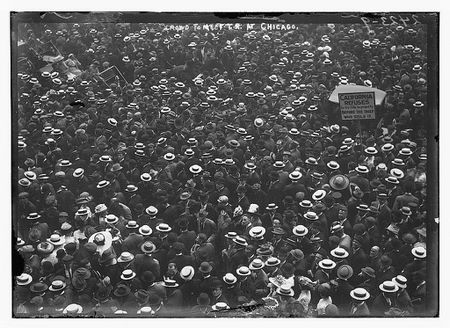 Crowd to meet T.R. at Chicago (LOC)