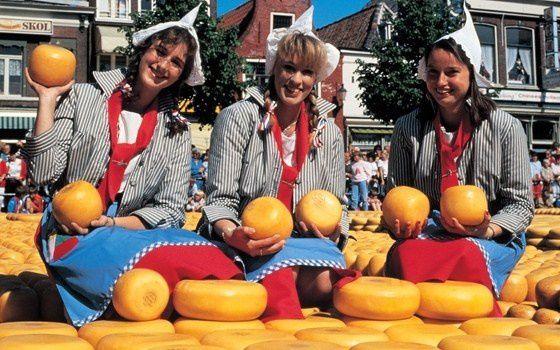 Cheese-girls-Alkmaar.jpg